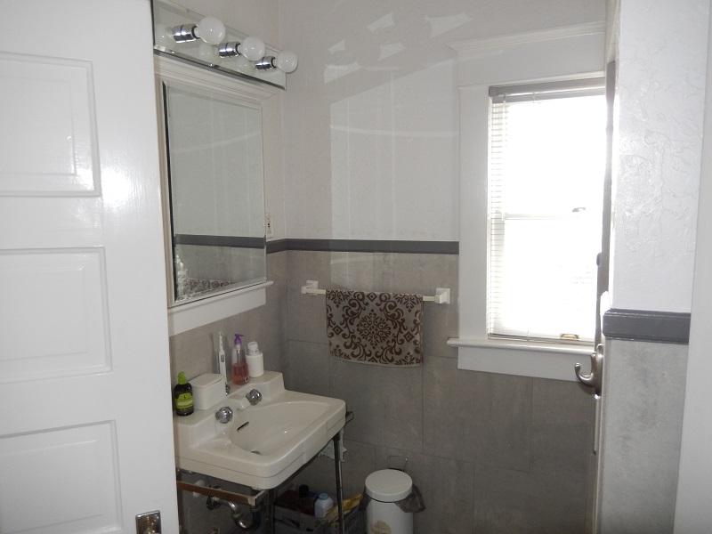 Before Federalist Style home Bathroom remodel