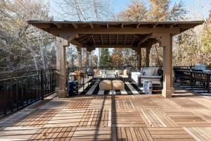 Expansive back patio