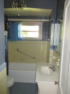 70s bathroom design, yellow tile, chandeliers