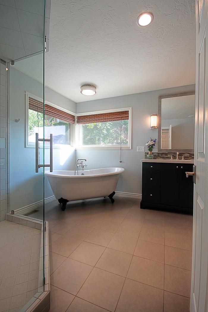 Interior Renovation_Bathroom Remodel Pictures_Renovaion Deisgn Group | Renovation Design Group
