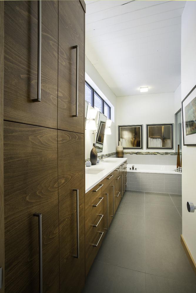 After_interior_Full Luxury Bath_Modern | Renovation Design Group